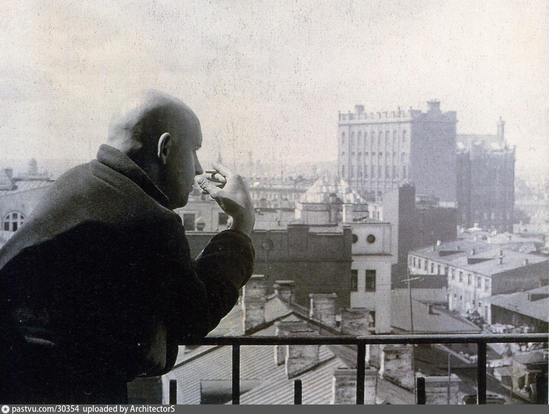 Он снова курил на балконе (павел рыжкевич) / проза.ру.