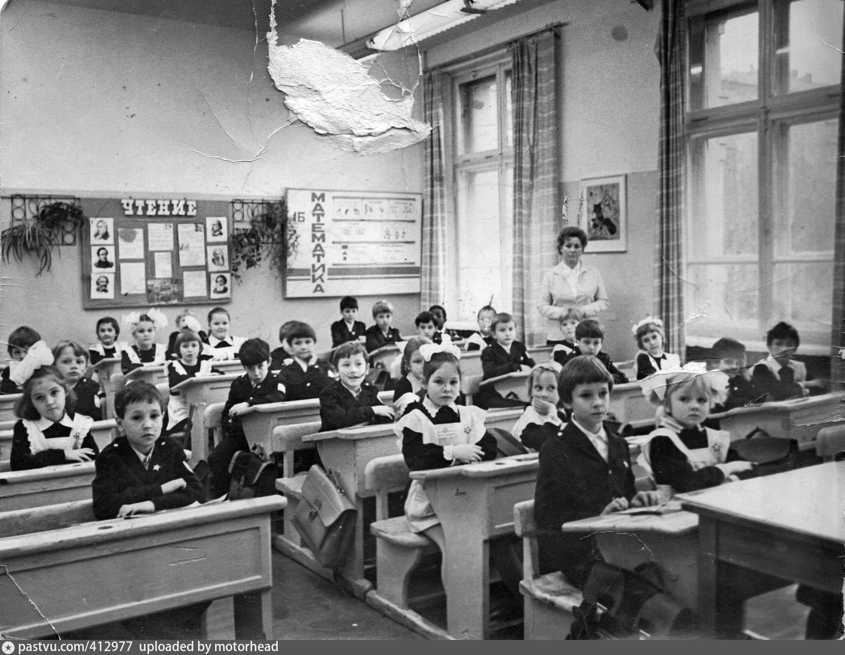 Kids in a class of a Soviet primary school are dressed up for the photo-op