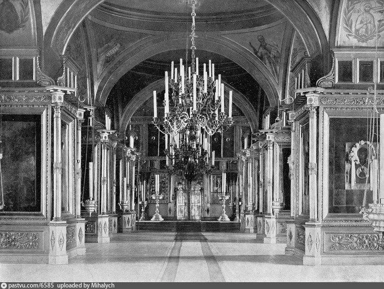 Фото 1913 года. Богатая роспись стен и сводов...