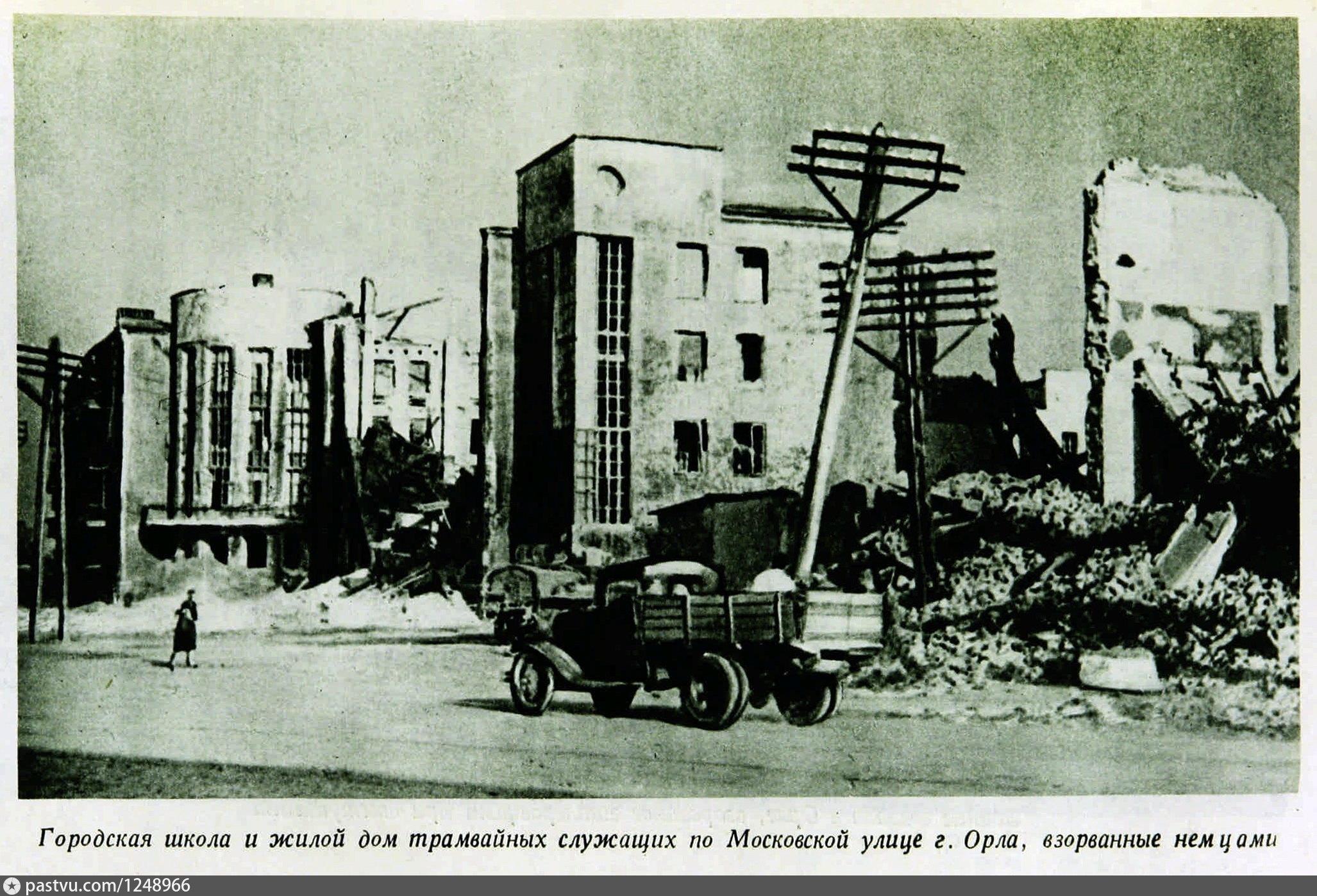 Разрушены жилой дом и школа на Промышленной площади