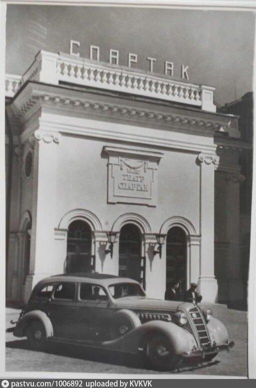 """Кинотеатр """"Спартак"""" на улице Салтыкова - Щедрина. 1939 - 1940гг. Именно, так называлась улица Кирочная в период с 1932 по 1998 года."""