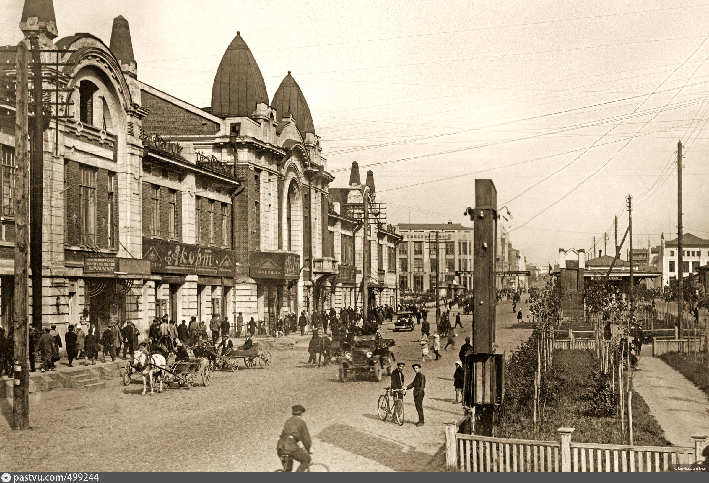 Велосипеды, телеги и автомобили. Новосибирск в начале 30-х.