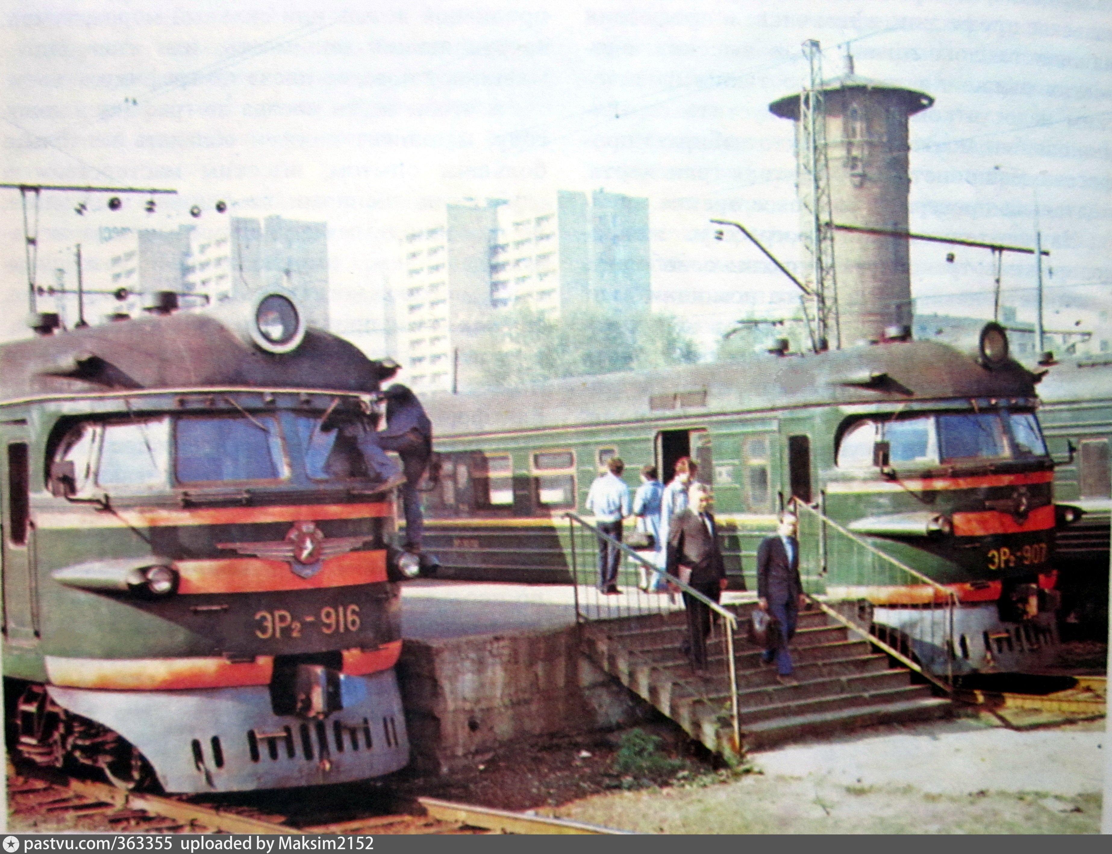 «Перед дорогой» - снимок электропоездов и водонапорной башни на Савёловском вокзале