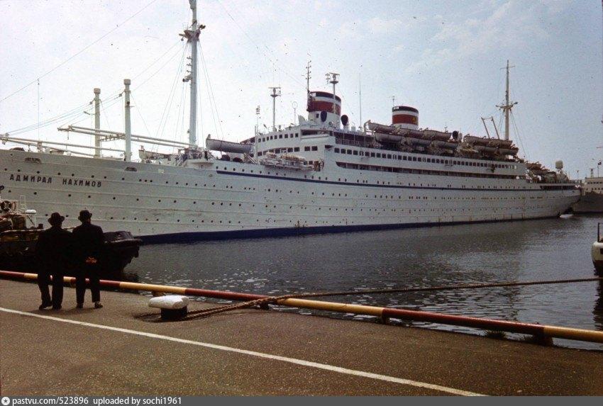 фото крушение лайнера адмирал нахимов переднем плане