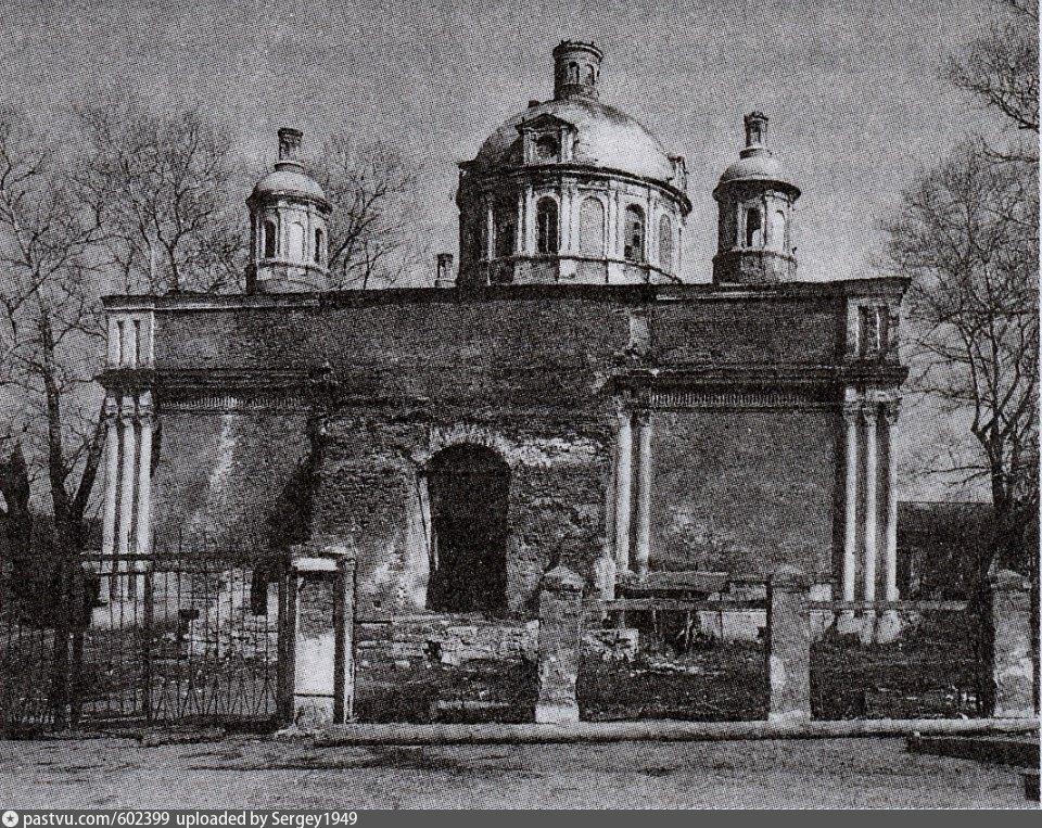 Так храм выглядел до реставрации. Фото сделано в промежутке между 1960 – 1989гг.