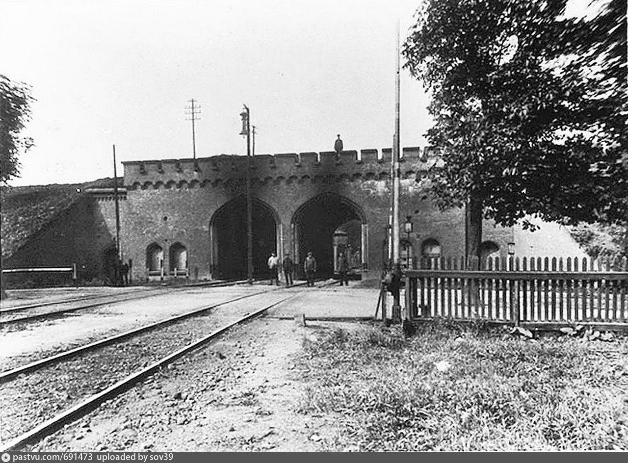 Историческое фото Железнодорожных ворот Калининграда