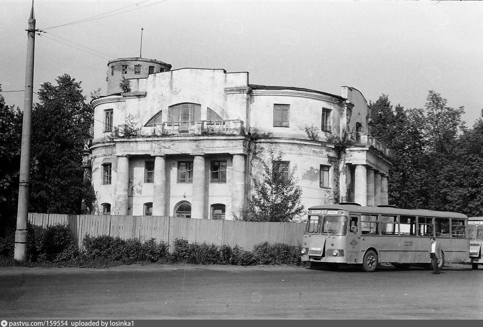 Закрыт в 1929 году. Перестроен. Снесена колокольня. Вместо купола coopужён третий этаж с балконами на месте фронтонов. Прорублены новые окна. В разное время в здании было общежитие, контора научного института, диспетчерская конечной остановки 29 автобуса, столовая.
