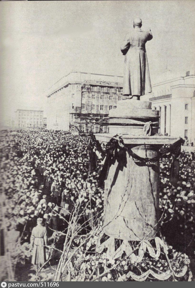 Почему в 1961 году в Новосибирске сносили памятники и Сталину и Ленину? Источник, Сталину, памятники, Сталина, Ленину, памятник, всего, отцом, скорее, Тысяч, площадь, похорон, памятнику, города, меньше, деревни, матери, Родственники, снесли, никого
