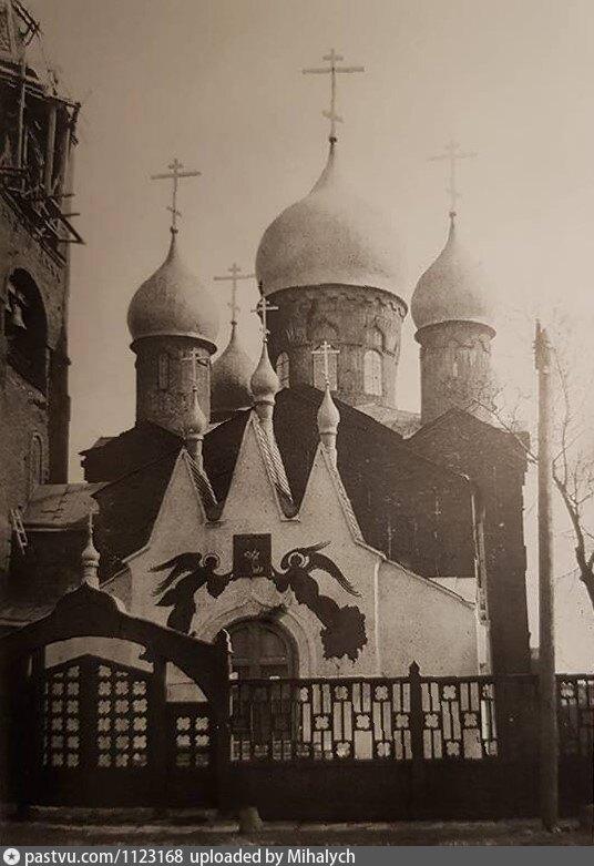 Фото 1912 года. Западный фасад. Слева видно часть колокольни.