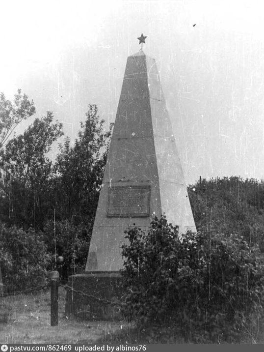 Братская могила партизан.