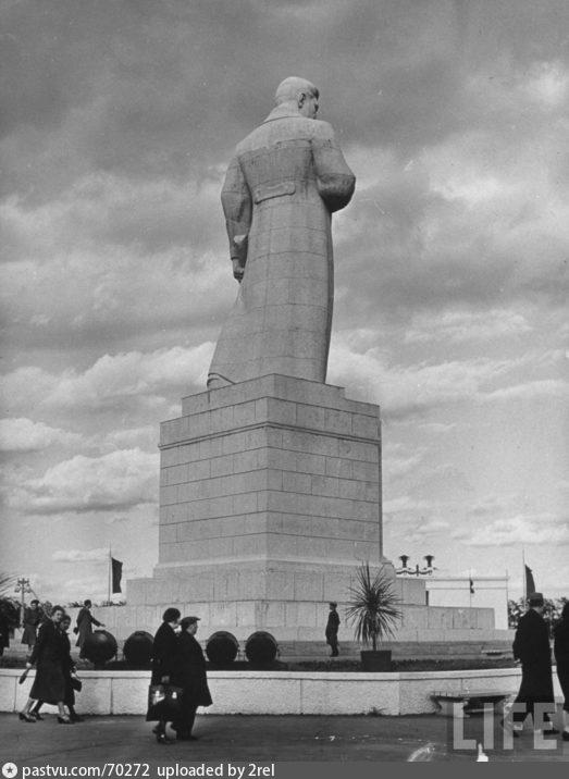 ВСХВ. Скульптура Сталина, 1941