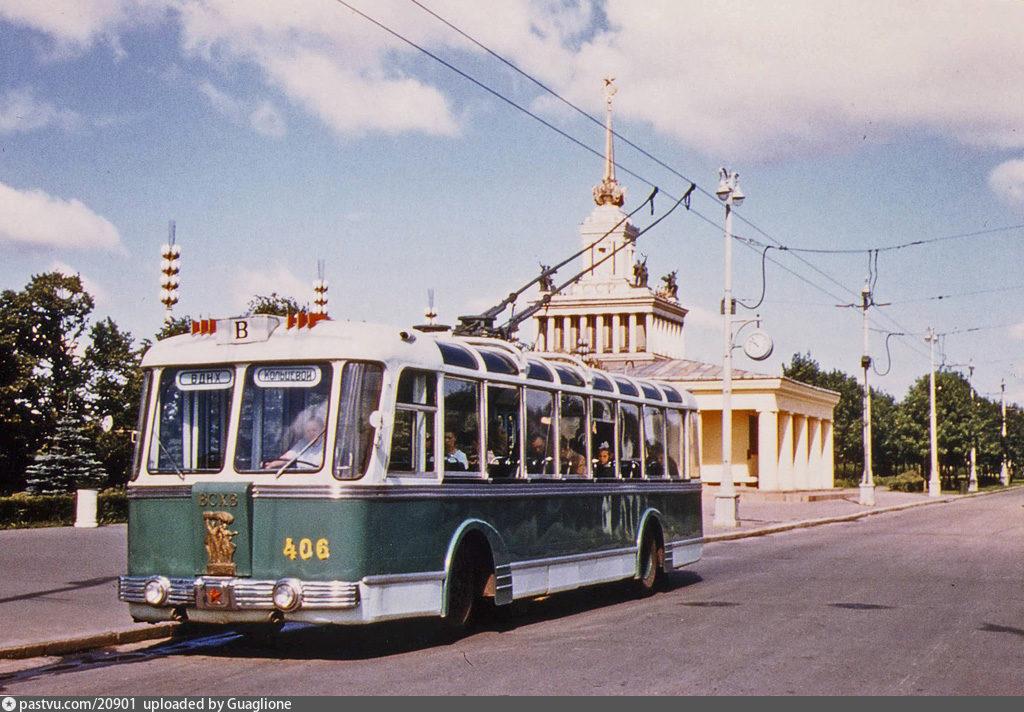 Trólebus no VDNKh.  A Rota B percorria as exposições  - Foto de 1959