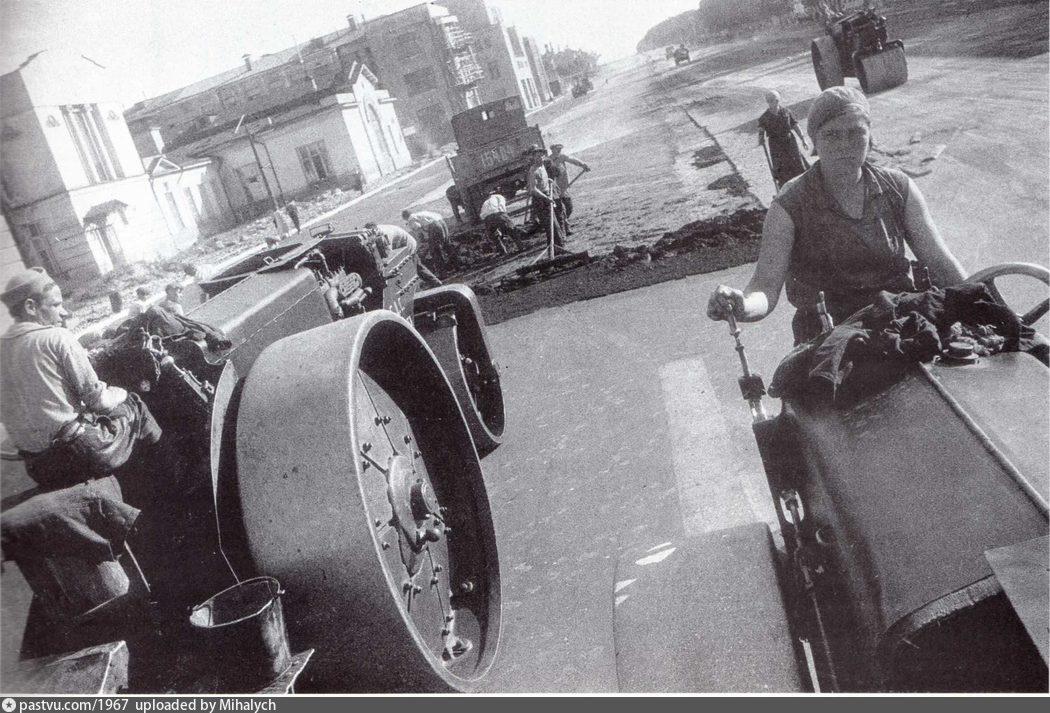 Большая Калужская улица. Укладка асфальта, 1936
