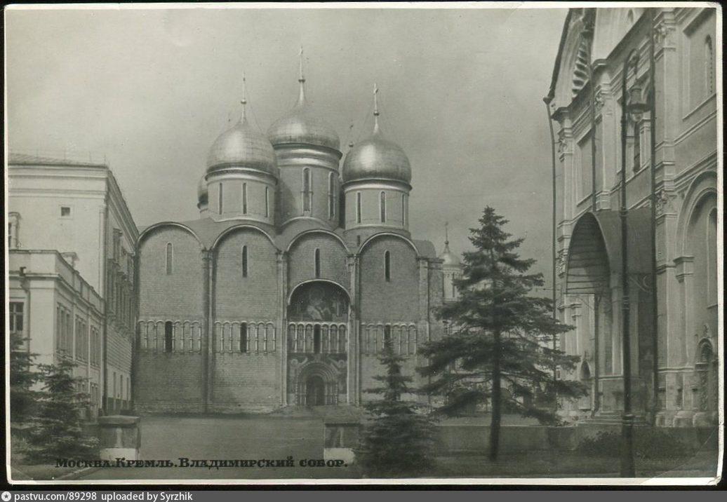 Успенский собор в 1953, после реставрации, до открытия музея. Источник: Семейный архив, почтовая открытка.