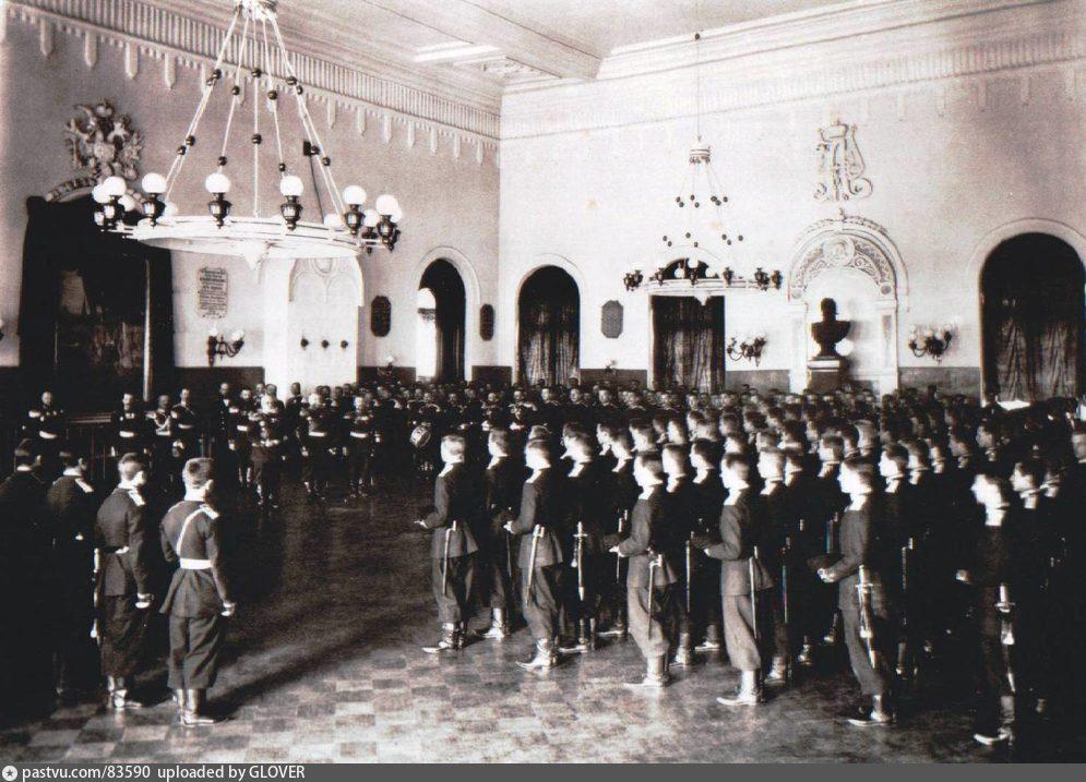 Старые карты Москвы - Александровское военное училище. Церковный парад в высокоторжественный день.