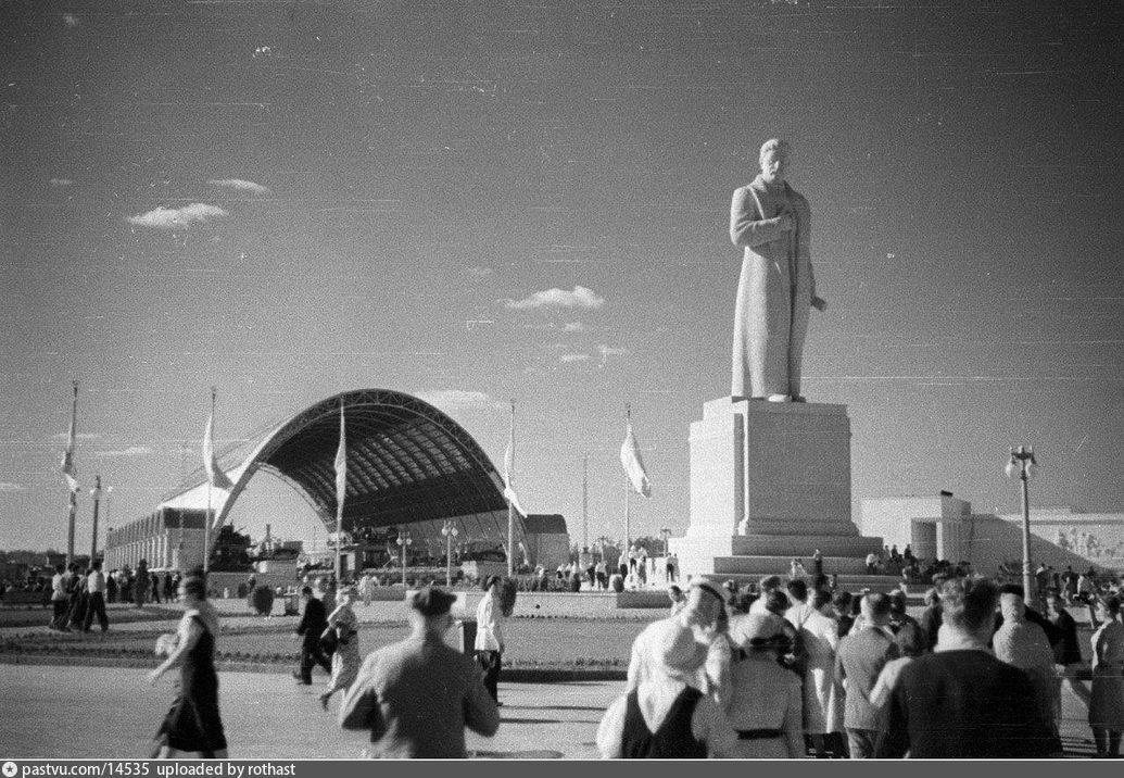 ВСХВ. Площадь Механизации, 1939