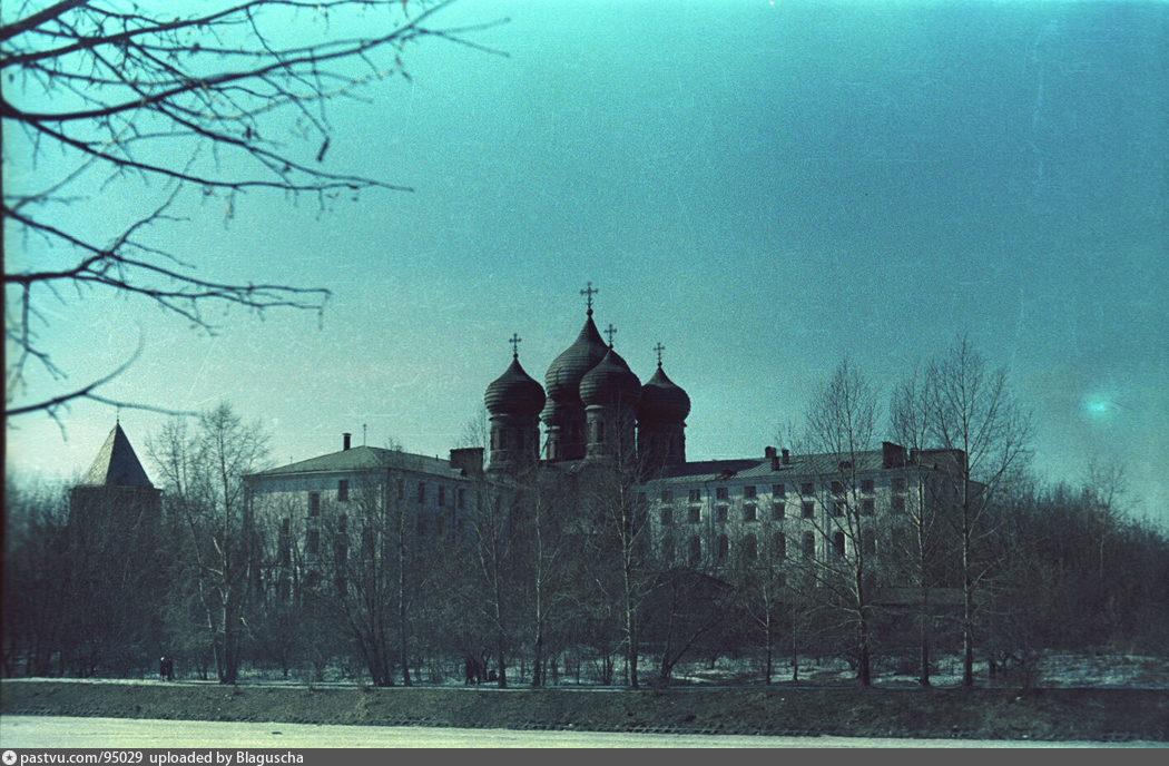1976 -197