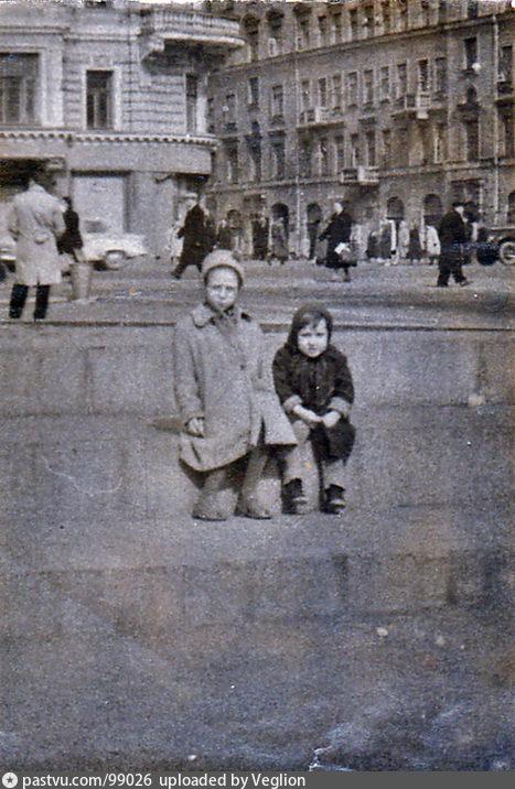 Вид от памятника маяковскому на