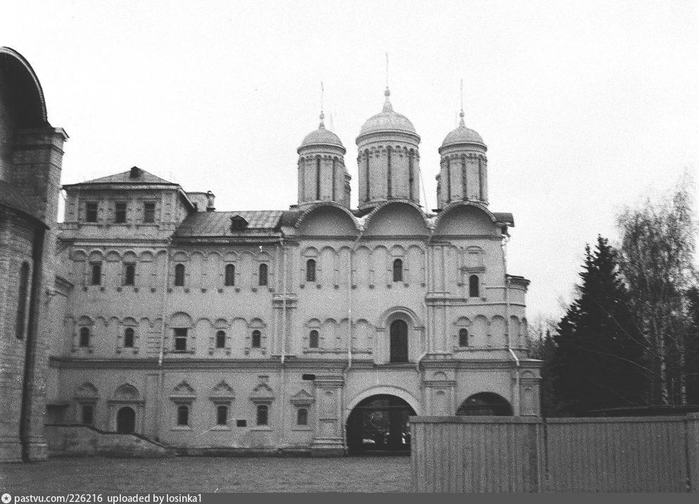 Южный фасад Патриаршего дворца и ц. 12 апостолов, 1982. Автор: И.Нагайцев