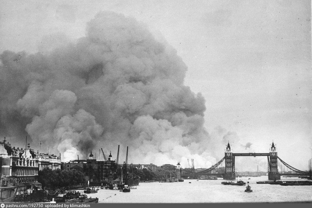 Fire in Surrey docks, 7 September 1940