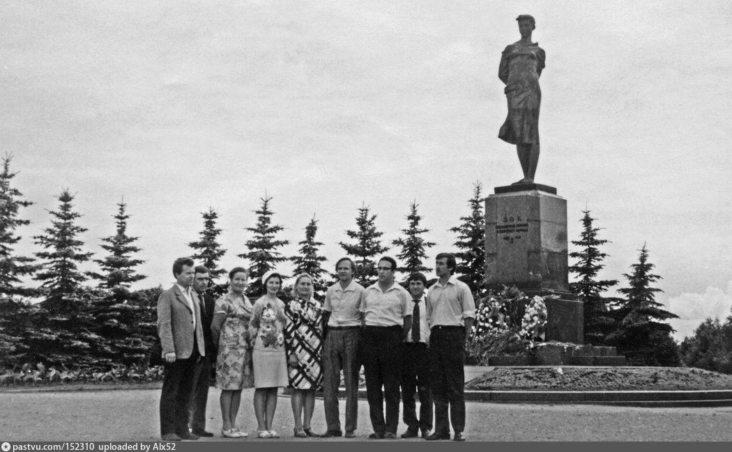 Бронзовый памятник зое на минском шоссе фото
