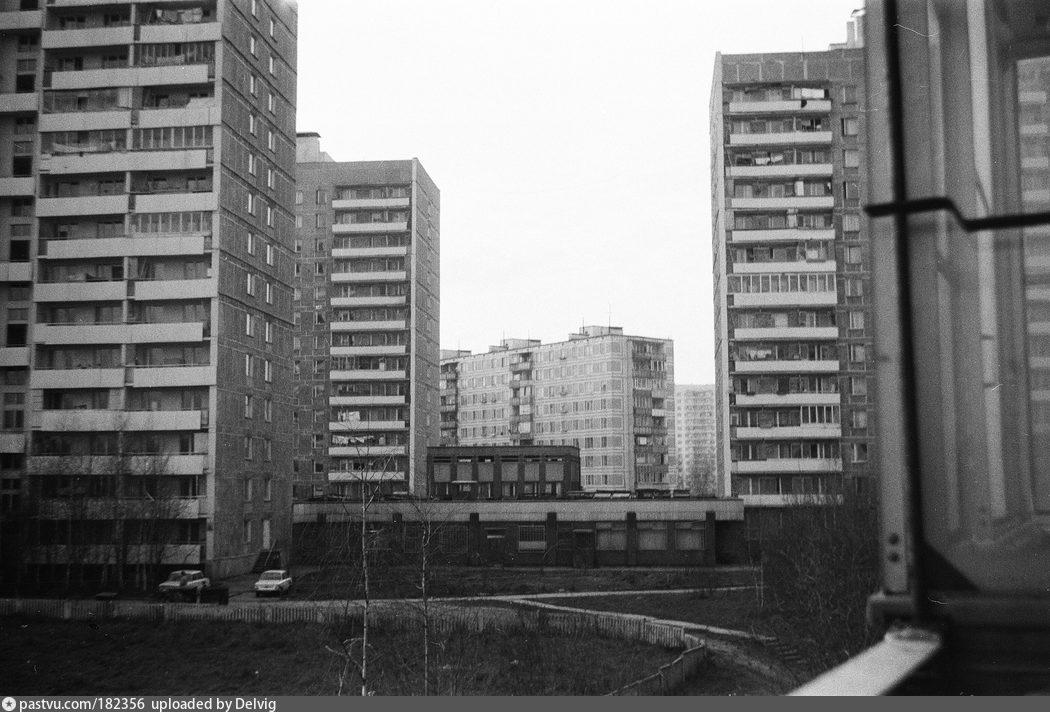 Фотозона из старого окна этот день