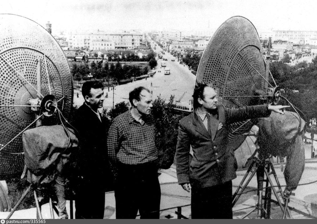 Установка передающих антенн на крыше драмтеатра